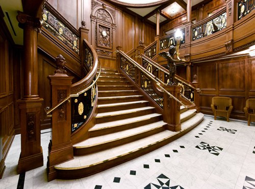 titanic-attraction-grand-staircase02sm.jpg